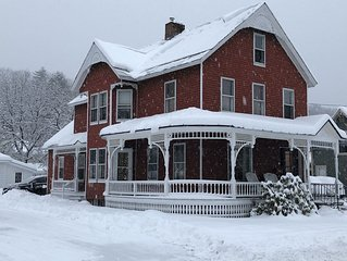 Updated Village Victorian on Ski Shuttle, walk to all amenties in town!