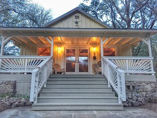 7min2town, Close to Spas & Fully Stocked, Beautiful Porch & Creek