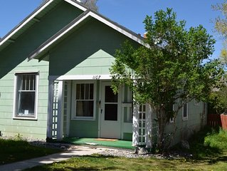 Cozy 2-Bedroom House in Downtown Cody!