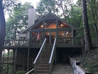 Mountain Top Cabin Retreat in Big Canoe with a view of Atlanta