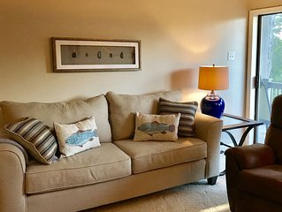 Cliffside Condo Perfect for Two Couples, Sleeps 5– Near Pool, Tennis & Marina