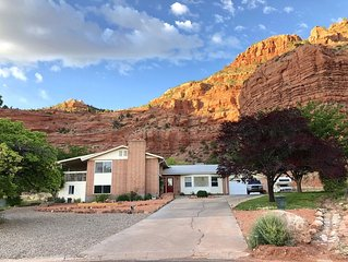 Nestled in Redrocks near Zion, Bryce, Grand Canyon, Lake Powell & Best Friends