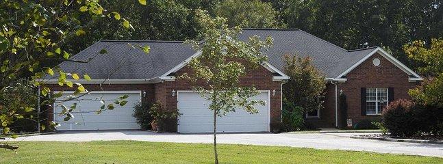 Brique 5 / 3.5 avec garage 4 voitures sur 1 acre.