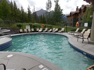 Spacious Condo Unit Nestled on a Mountainside
