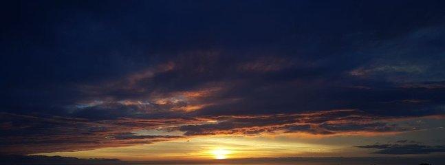 Moody sunset straight down the Strait of San Juan de Fuca.