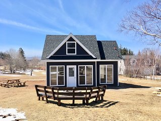 2 Bedroom Cottage minutes away from Inverness N.S.