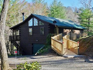 Cobra6-wheelchair friendly 3 BR/2.5B A cabin deep in forest - tranquil/private