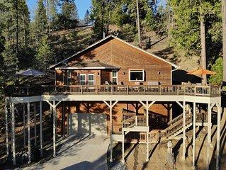 Elegant Mountain Cabin near Yosemite with Views