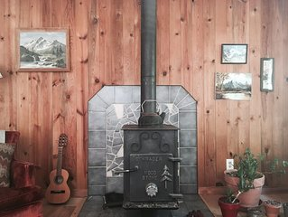 Hear the River from Cozy Mt Hood Cabin W/ Woodstove & Dogs Ok!