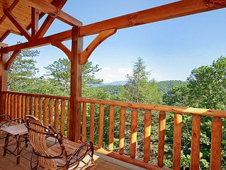 2 BR Cabin in Gatlinburg, Amazing Views of Mt. Leconte, HDTV, Arcade, Hot T