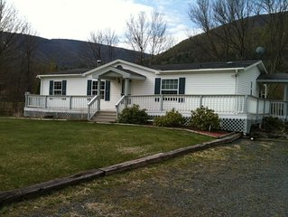 Upgraded lovely cottage, 5 Min. from Hunter Mountain! King bed! New bathrooms!