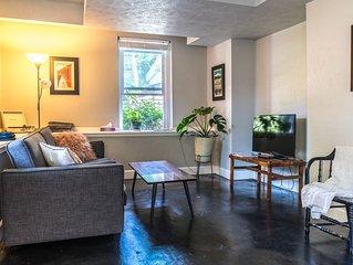 Peaceful Apartment in Gorgeous Neighborhood