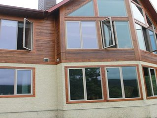 Five Star Chalet walk from Tremblant Ski and Golf Resort! Breathtaking View!