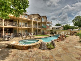 Brand New  Guadalupe River hideaway only 6 blocks from SCHLITTERBAHN