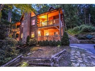 Luxurious log home located in Valle Crucis!