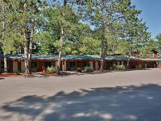 Grand Pines Motel Rooms