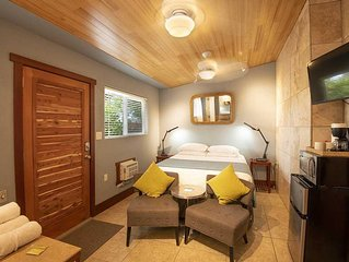 BAMBOO ROOM: 1 bed/1ba