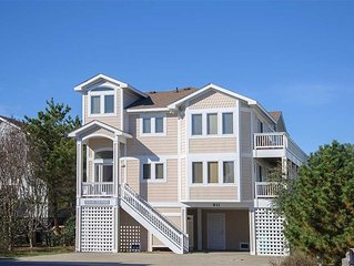 Seatime: Two lots from the ocean, private hot tub and ocean views!