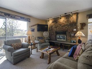 SE066 by Mountain Resorts ~ Mountain Views & Hot Tub Onsite!