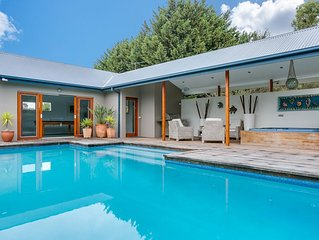 Pool Haven on Leah: hot tub & swimming pool