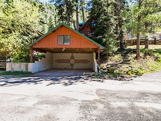Cedar: Quaint 3 bedroom 2 bath cabin near the river!