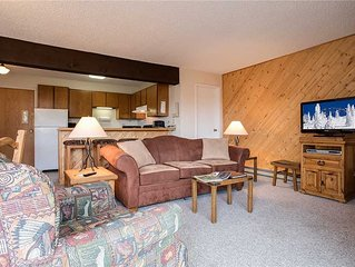 SM447 by Mountain Resorts: Mountainside Condo ~ Hot Tub Onsite ~ Panoramic Views