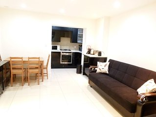 Luxury and Affordable Apartment Central London/Zone 1. Suitable for 8 Guests.
