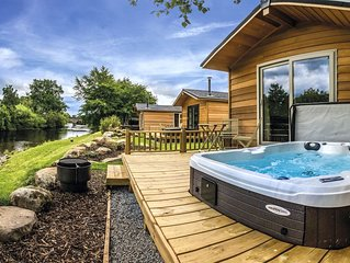 Riverside Lodge (The Lyon with spa pool - dog friendly)
