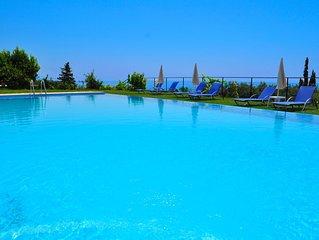 Studios and Apartments with pool in Pelekas Beach 'adonis'