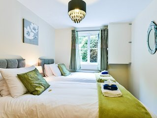 Contractors! Manor Royal - 2 beds, sleeps 4