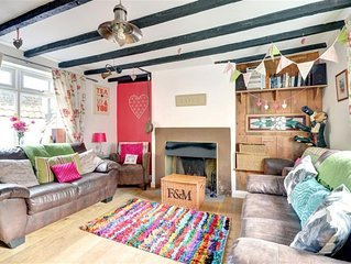 Candyfloss Cottage - Two Bedroom House, Sleeps 4