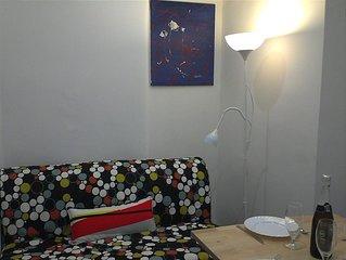 Sunny Yellow Triplex apartment in Bairro Alto with WiFi.