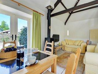Acorn Cottage - One Bedroom House, Sleeps 2