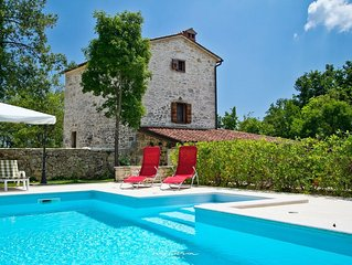 Solitary stone villa with private pool near Pula