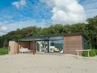 Cozy lodge with combi-microwave, near the beach