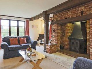 Hollybank Cottage - Four Bedroom House, Sleeps 8