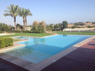 A Lush Idyllic Get-Away for Families&Friends to Relax, Swim & Sunbathe in Style!