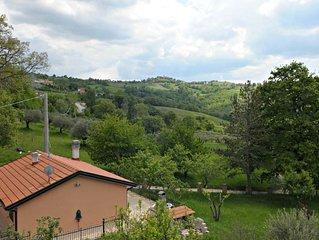 Vacation Home a Gualdo Tadino con 2 camere da letto e 3 posti letto