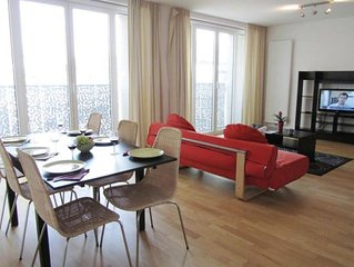 Spacious Opera 502 apartment in Brussels Centre with WiFi & lift.