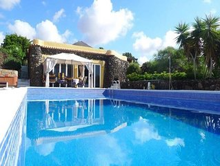 Finca Toredo Large Heated Pool, Hot Tub, Bar & Games Room, Gym, Cave, Free Wifi