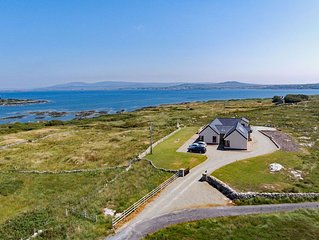 Cottage 313 Roundstone - sleeps 6 guests  in 3 bedrooms