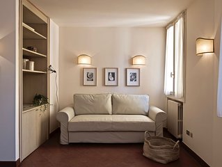 Beautiful flat in Bologna historical centre