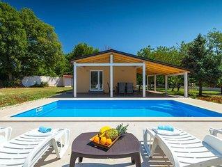 Lovely villa with pool near Pula
