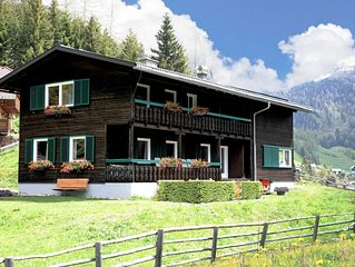 Beautiful and very luxurious chalet in walking and skiing area Innerkrems
