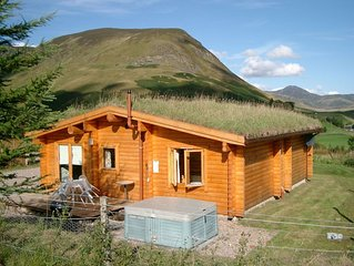 Log Cabin with Hot Tub & Sauna for 4/5 | In the Cairngorm National Park | Great