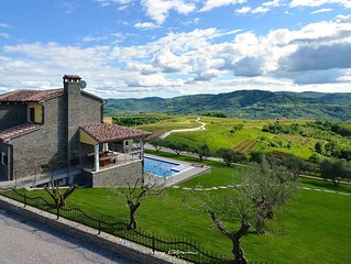 Beautiful villa for larger groups near Buzet