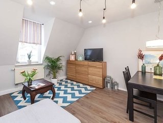 Apartment-Budget-Ensuite with Bath-Street View