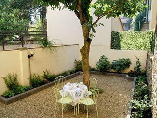 Cavalcanti apartment in Oltrarno with WiFi, air conditioning & private garden.