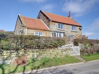 Cheyne Cottage - Two Bedroom House, Sleeps 4