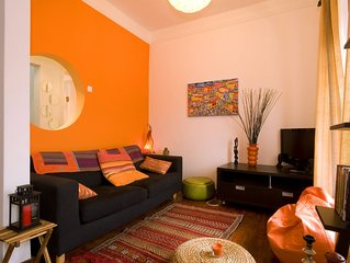Spacious Senhora das Merces apartment in Bairro Alto with WiFi.